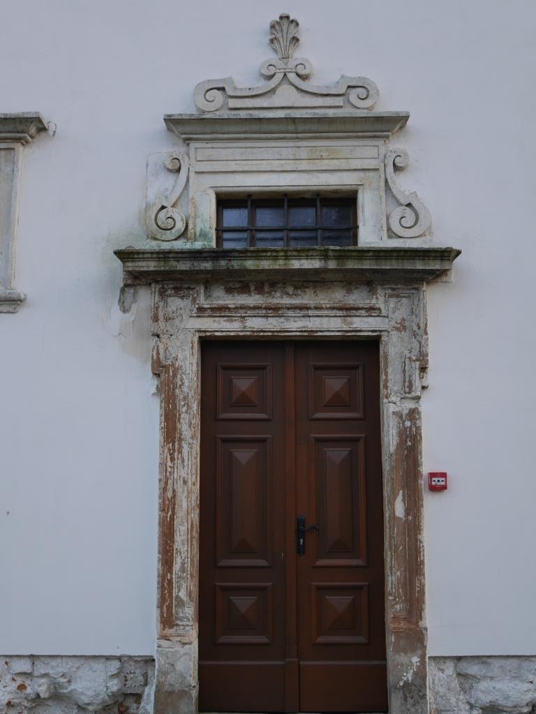 port (11)